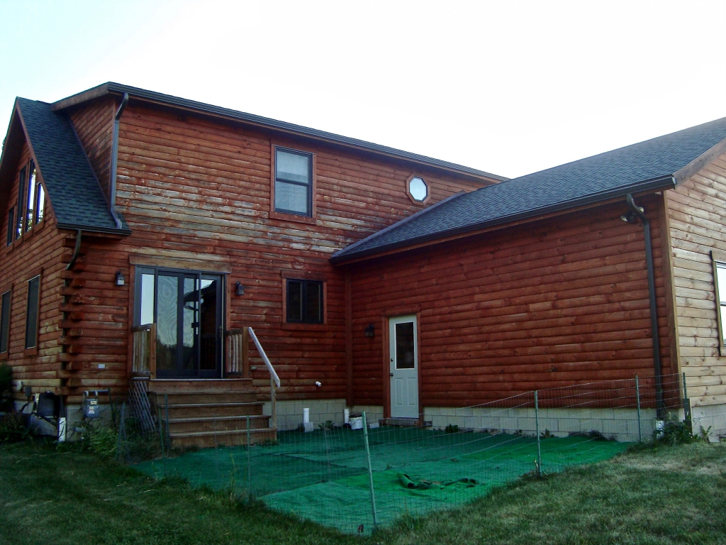 siding before remodel back of house